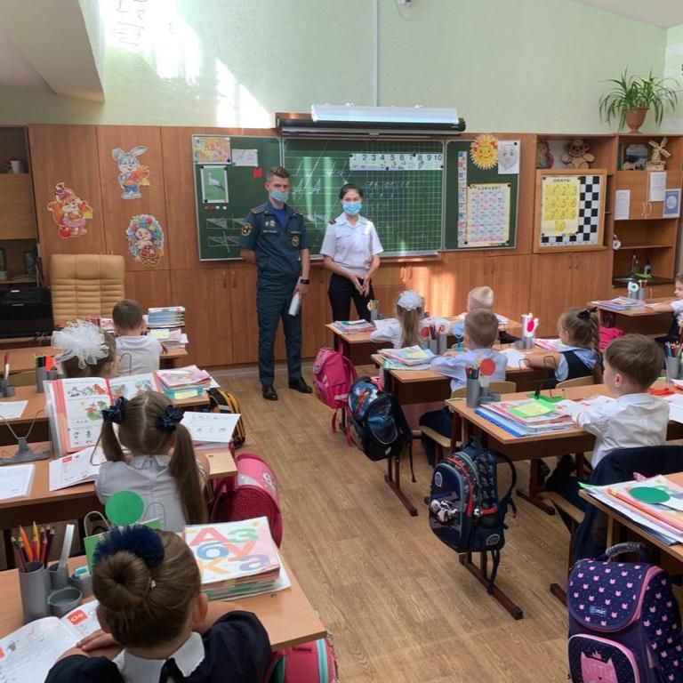 Встречи в школах посвященные предотвращению чрезвычайных ситуаций.